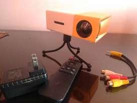 Mini proeyctor Led YG 300 y Telón