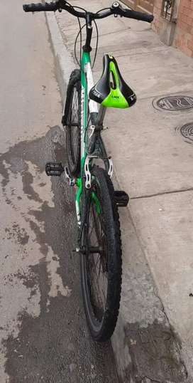 Bisicleta color verde