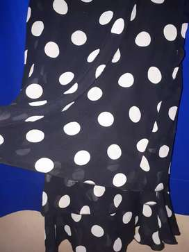 Ambas blusas un solo uso talles 2  y 3
