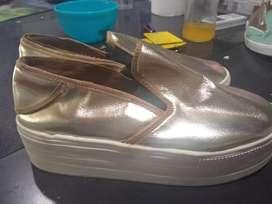 Panchas con plataforma doradas solo x wasap