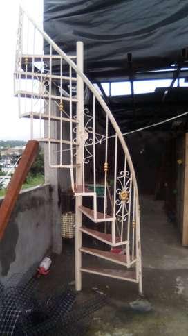 Se vende escalera semi caracol