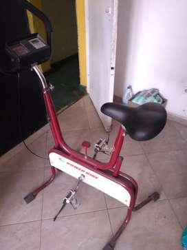 Bicicleta estatica y maquina de ejercicios