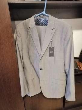 Se venden hermosos trajes