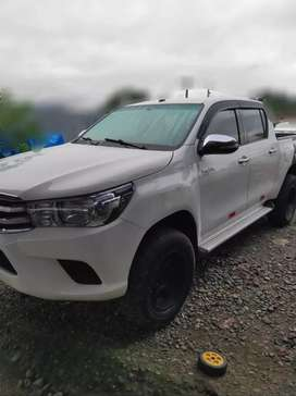 Se vende por ocasion camioneta HILUX año 2016