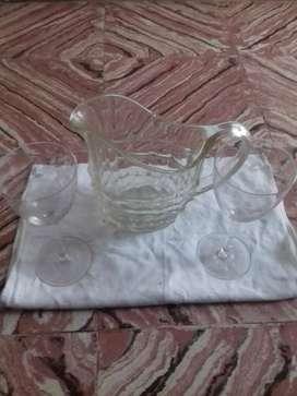 vendo jarra muy linda con 2 copas todo