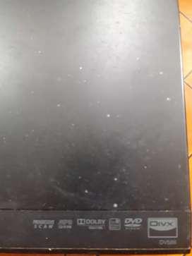Reproductor DVD con Karaoke LG Dv586