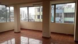 H/ Orellana, Oficina de 50m² en arriendo.