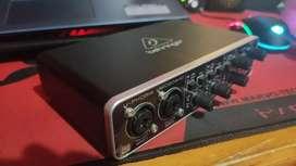 Interfaz de audio BEHRINGER UMC204 HD
