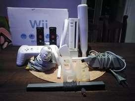 Wii Muy cuidada sin rayones con 3 joystick 1 disco y accesorios para jugar