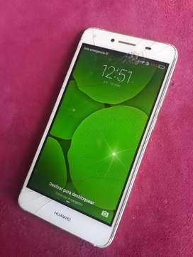 Vendo un Huawei y5|| $50 con detalle trisado el glas, no Afecta en nada , Funciona perfectamente
