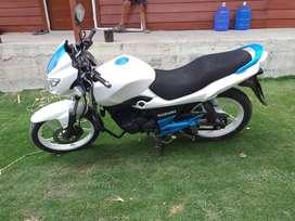 Moto suzuki Gs150R en perfecto estado 6 cambios