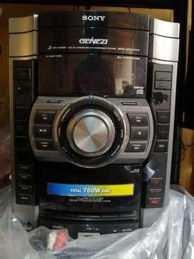 Vendo Equipo de Sonido SONY GENEZI modelo mhc-gtx777:usb, CD, mp3, radio, lectora de caset y dos auxiliares