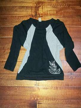 BUZO MUJER TALLE M negro y gris