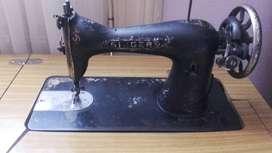 Maquina de cocer antigua marca singer