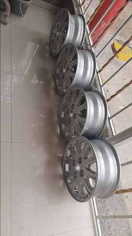 4 rines 15  - 114  de aluminio originales con sus 4 llantas con el 70 % de vida