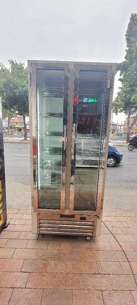 HERMOSA NEVERA DE DOS PUERTAS ANGOSTAS REFRIGERACION