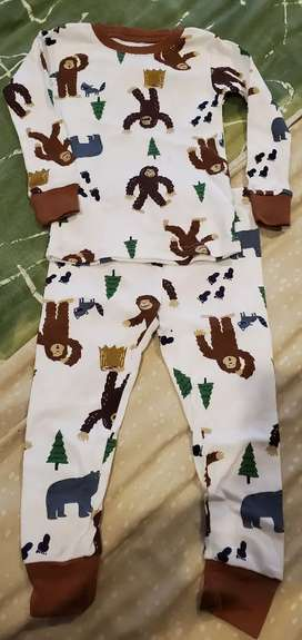 Pijama Carters Nueva 24 meses