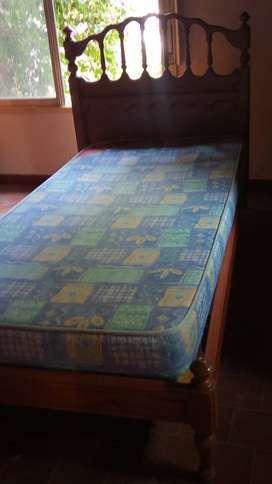 Cama plaza y media con colchón