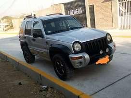 Vendo camioneta jeep liberty  27,000 soles