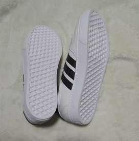 Zapatos Blancos.