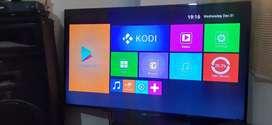 TV smart Tv de 55 pulgadas LED se vende economico por que presenta unas lineas se ve tal cual las fotos economuco