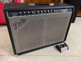 amplfificador de guitarra FENDER FRONTMAN 212R
