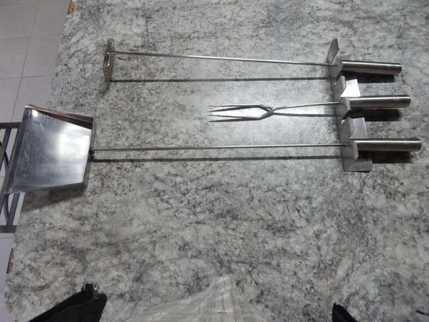 juego de pala ,tenedor,atizador ,y organizador para asador de 0