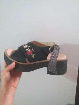 Vendo sandalias de mujer poco uso