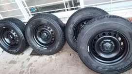 Líquido cuatros ruedas anchas completas de Toyota Hilux llantas nuevas y cubiertas medio USO medidas 265/65R17