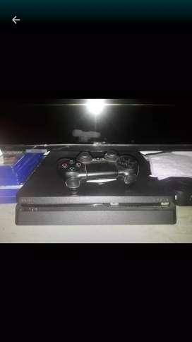 Vendo PS4 Slim con 5 juegos y un control
