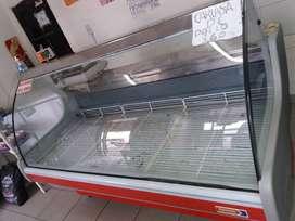 "Batea carnicera..de 1,80 vidrios curvos..nueva 3 meses de uso.marca""usman""."