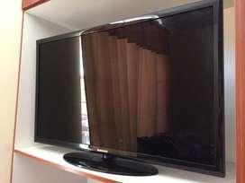2 Televisores pantalla plana en excelente estado