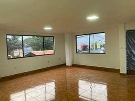 Departamento amplio con 4 habitaciones , 1 baño social, baño completo, 2 parqueaderos.  En Tumbaco. Mas info al whatsapp