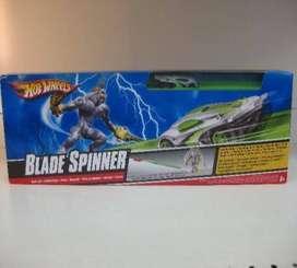 Un juego Pista hot wheels Blade Spinner Perfecto estado. dos autos. Original.