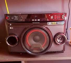 Equipo de sonido LG OM4560 CUBEXBOOM