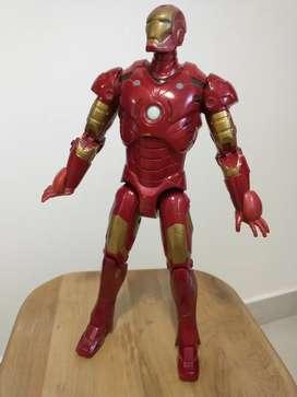 Iron Man articulado 30cm de altura, muy bueno.