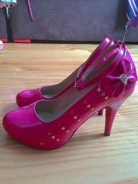 Se vende hermosos zapatos de taco nuevos