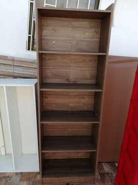 Comoda de madera con 5 espacios