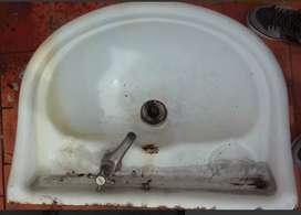 Lavatorio antiguo. Con grifo.