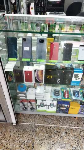 iPhone XR ,XS max, 11 pro , seminuevos con garantia , centro comercial puerto libre