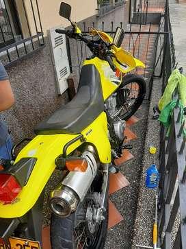 Se vende dr 650 amarilla