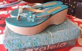 Hermosas zapatillas azaleia en buen estado talla 39