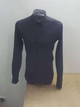 Camisas personalizadas con lo colores y diseños que desee la persona, se entrega marcada en el puño.