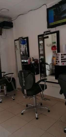 Puesto de peluqueria con espejo