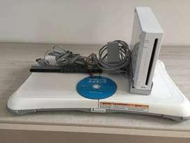 Nintendo Wii con juego Wii sports y Wii balance board tabla