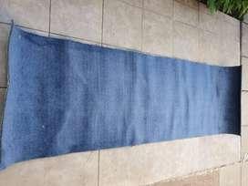 Alfombra azul buen estado 70cm x 228 cm - Hurlingham