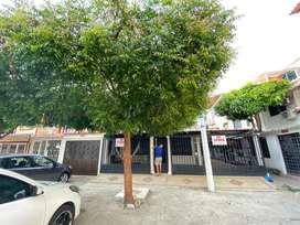 Se Vende casa de dos pisos - 04 habitaciones cocina semiintegral - 04 parqueaderos de carro