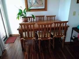Mesa de comedor antigua en perfecto estado y 6 sillas