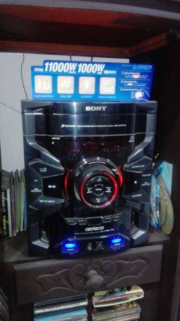 Se vende equipo de sonido en excelente estado 0