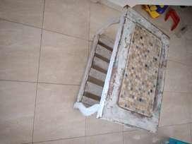 Mesa ratona de algarrobo usada